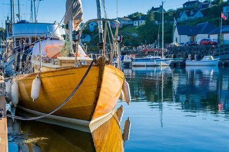 Old wooden boat in Tarbert marina. Inner Hebrides sailing trip, Scotland. 版權商用圖片