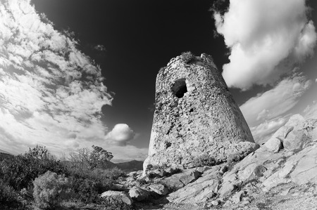 noir et blanc: Tour c�ti�re avec une longue exposition blanc noir
