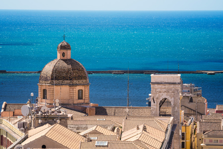 Close up view of the dome of the cathedral of Cagliari with the sea in the background Archivio Fotografico