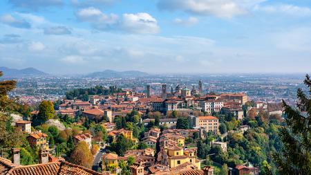 Panoramic view of Bergamo Old City viewed from Saint Vigilio hill during autumn season. Bergamo Città Alta. 免版税图像