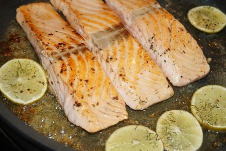 Salmon steak with shrimps