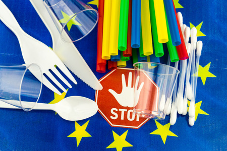 Europe bans straws and plastic tableware because of microplastics in the oceans Banco de Imagens
