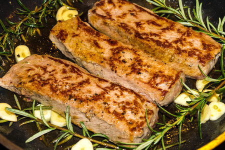 Rosemary lamb fillet with garlic and spices