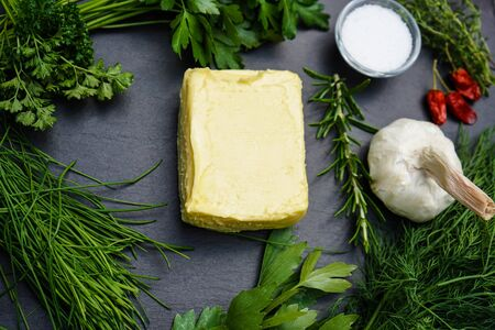 Fresh Selfmade herb butter with Garlic Banque d'images - 150519084