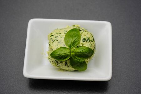 Fresh Selfmade herb butter with Garlic Banque d'images - 150519099