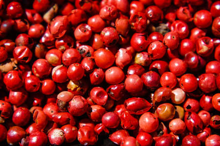 a bunch of dried peppercorns