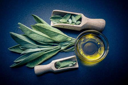 Alternative medecine with sage leaves
