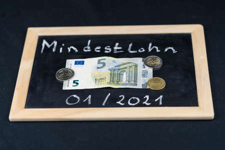 in Germany the Minimum wage (Translation = Minimum wage) ascends in steps from 2020 with 9,35 euro up to 10,45 euro in 2022 Banco de Imagens