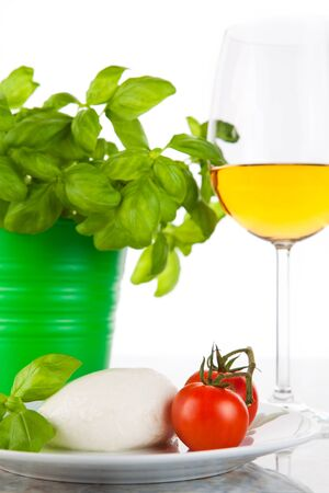 rennet: Mozzarella with tomatoes, basil and wine