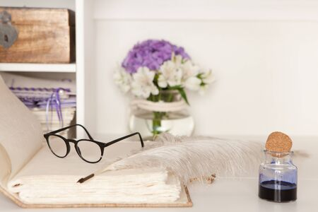 openly: Eyeglasses and fountain pen on a blank page of a hand-bound book Stock Photo