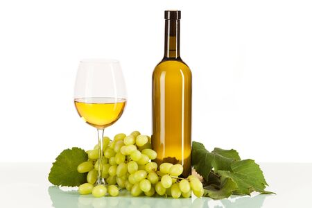 lithe: White wine in glass and bottle with bunch of grapes