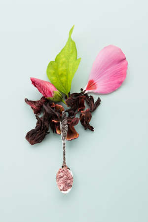 mallow: Mallow sugar on spoon decorated with fresh and dried petals