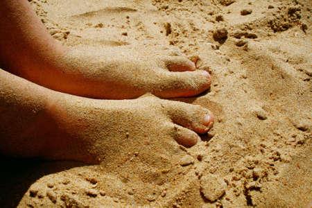 Die Teenager voll Sand die Füße Standard-Bild - 3721708