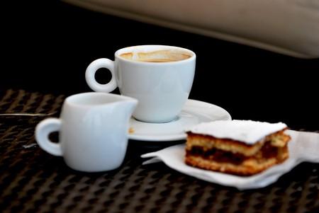 Leche de cafés y pastel  Foto de archivo - 7273829