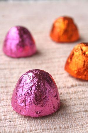 obesidad infantil: chocolate con envolturas de color