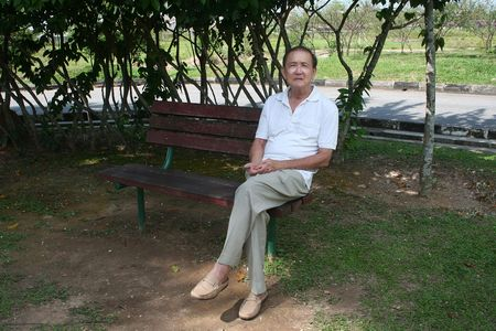 Old man sitting on the bench in the park Stock Photo - 970190