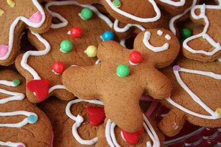 galleta de jengibre: Colorful cute cookies hombre de pan de jengibre de Navidad Foto de archivo