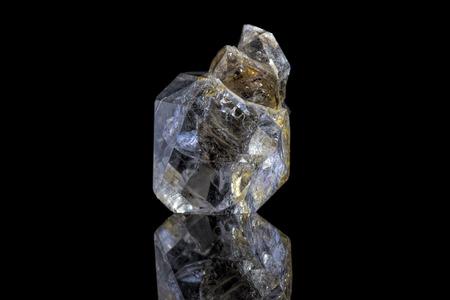 黒の背景に美しい自然生ハーキマー ダイヤモンド片のサンプル