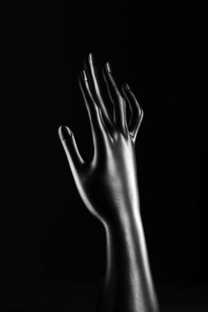 expositor: anillos de color negro de resina puerta de la mano de expositores Foto de archivo