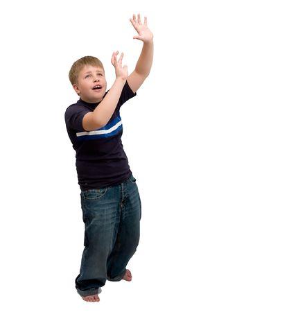 scared child: El ni�o asustado en un fondo blanco