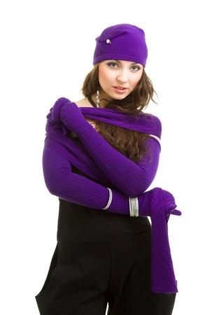 Porträt einer jungen Frau in knit Wollmütze und Handschuhe auf weißem Hintergrund