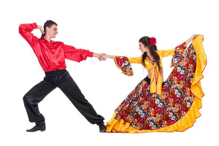 Gypsy pareja bailarina de flamenco, aislado en blanco en longitud completa