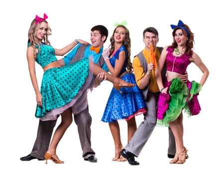 grupos de personas: Cabaret bailando equipo de bailarina. Estilo de la moda retro, aislado sobre fondo blanco en longitud completa.