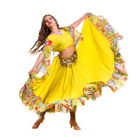 danseuse flamenco: Flamenco posant danseuse, isolé sur fond blanc en pleine longueur