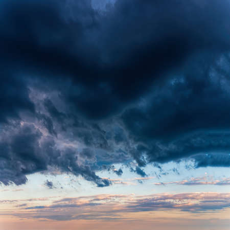 Fantastic dark thunderclouds Standard-Bild - 167488397