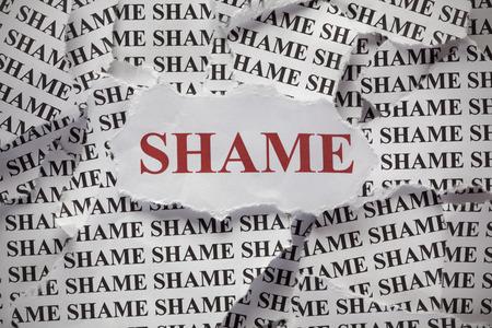 「恥」の言葉で破れた紙片 写真素材