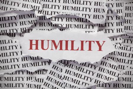 """humildad: Los trozos de papel con las palabras """"humildad"""" Foto de archivo"""