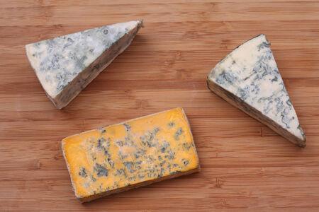 ブルーチーズと Blacksticks ブルー チーズの部分。クローズ アップ。 写真素材