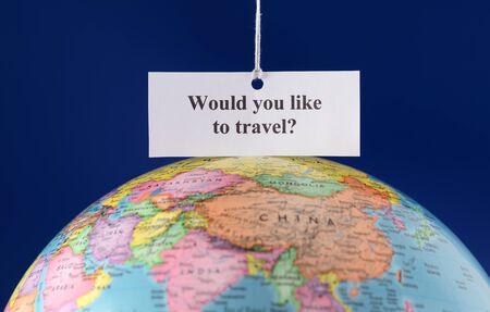 would: Pezzo di carta con il testo Vuoi viaggiare