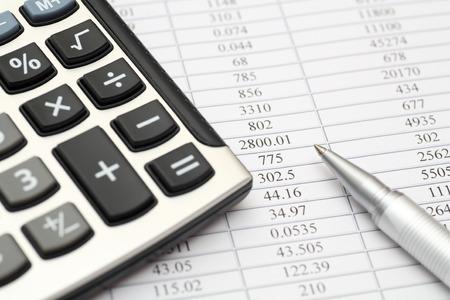 Calculator, ballpoint pen on financial statements Standard-Bild