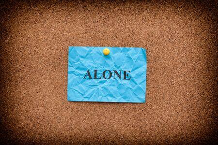 コルクのボードに単語だけで青のしわくちゃの紙。クローズ アップ。 写真素材 - 74282970