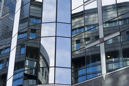 reflexion: Reflexi�n sobre los edificios del Parlamento en Bruselas, B�lgica. Foto de archivo
