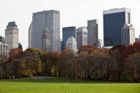 Hermosos edificios en Manhattan. Vista desde el Parque Central. Nueva York. ESTADOS UNIDOS. Foto de archivo - 10002664