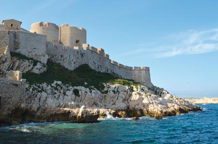 ユー、マルセイユの前の城の島