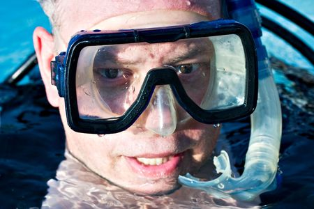 facemask: Rescue diver in the water