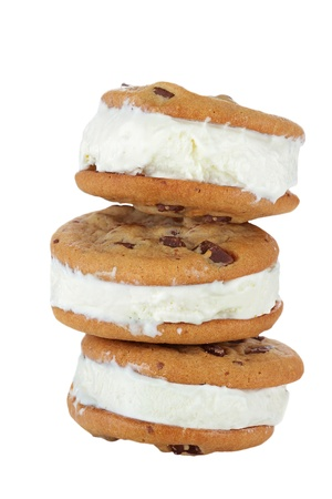 chocolate cookie: Chocolate Chip Cookie helado Sandwich aisladas sobre fondo blanco.