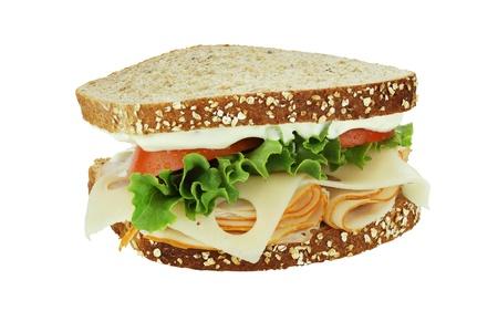 sandwich au poulet: Sandwich au poulet fum� avec fromage laitue, tomate et suisse sur le pain de grains entiers isol� sur un fond blanc. Banque d'images