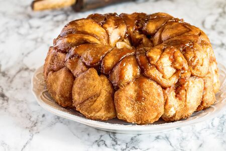 Easter dessert of Pull Apart Carrot Cake Monkey Bread. A yeast bundt cake made with cinnamon, carrots, nuts and a brown sugar glaze. Selective focus with blurred foreground and background. Stockfoto