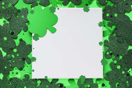 Happy St Patrick's day. Blank canvas over a green background with clover. Stockfoto