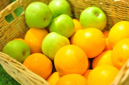 quencher: Apples and oranges in basket