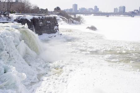 icy Ottawa waterfall in winter Imagens