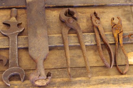 oxidado: herramientas oxidadas viejas de la moda Foto de archivo