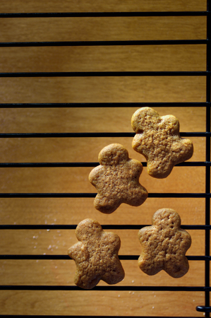 Gingerbread men cookies on cooling rack