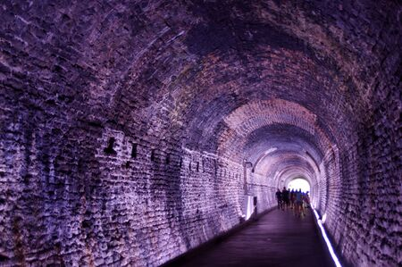 old brick tunnel with light at the end Stok Fotoğraf - 146963644