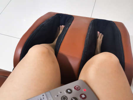 Foot and leg massager machine with remote control 版權商用圖片