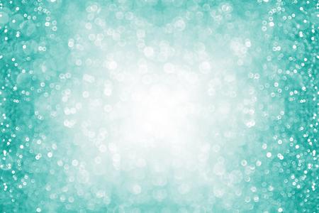 Abstracte wintertalinggroene of turquoise en aqua glitter sparkle confetti achtergrond of mint kleur partij nodigen grens